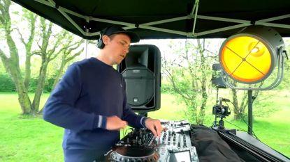 "Politie legt livestream van dj-set op leeg festivalterrein vroegtijdig stil: ""Te veel mensen op één plek"""
