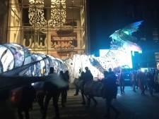 Dansparade tegen wegwerpplastic in volle gang