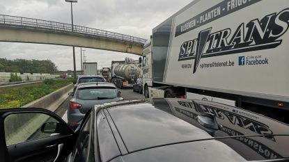 Gekantelde tankwagen op E19 in Bergen: snelweg weer open vanaf 4 uur