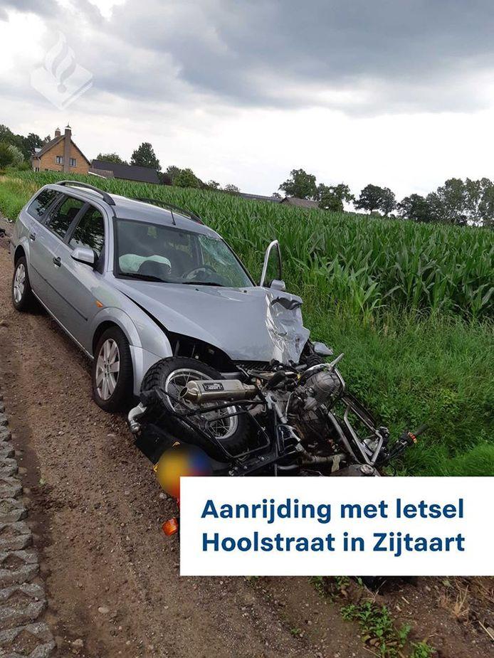 Aanrijding met letsel Hoolstraat in Zijtaart.