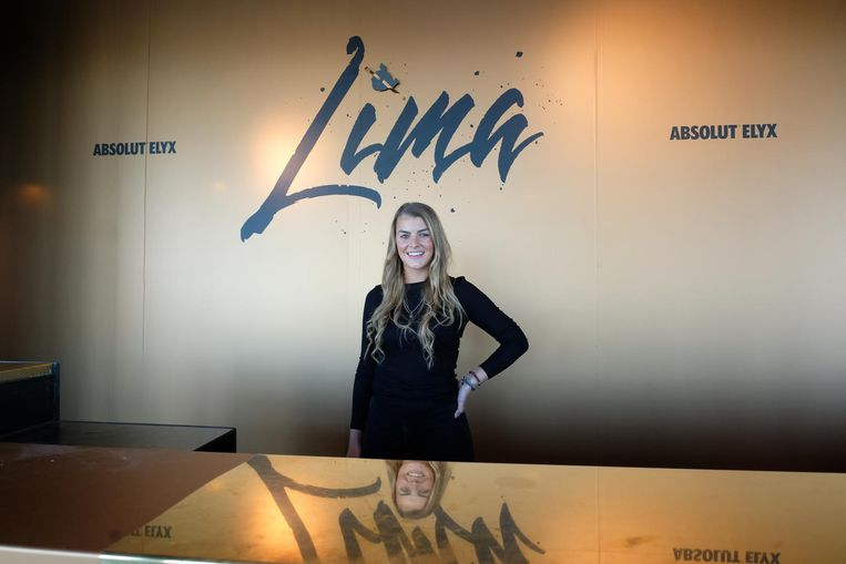 Laura Carpels opent Club Lima op het Limaplein.