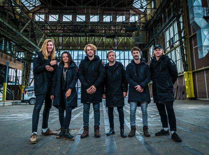 De zes NPO 3FM-dj's van 3FM Serious Request: The Lifeline zijn Frank van der Lende en Eva Koreman, Sander Hoogendoorn en Herman Hofman en Mark van der Molen en Rámon Verkoeijen.
