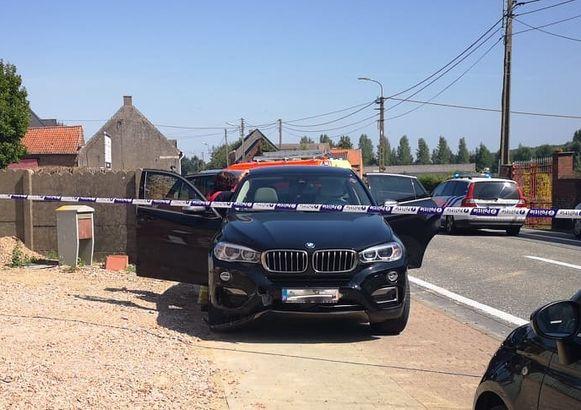 De BMW raakte de fietser met de hoek van de wagen.