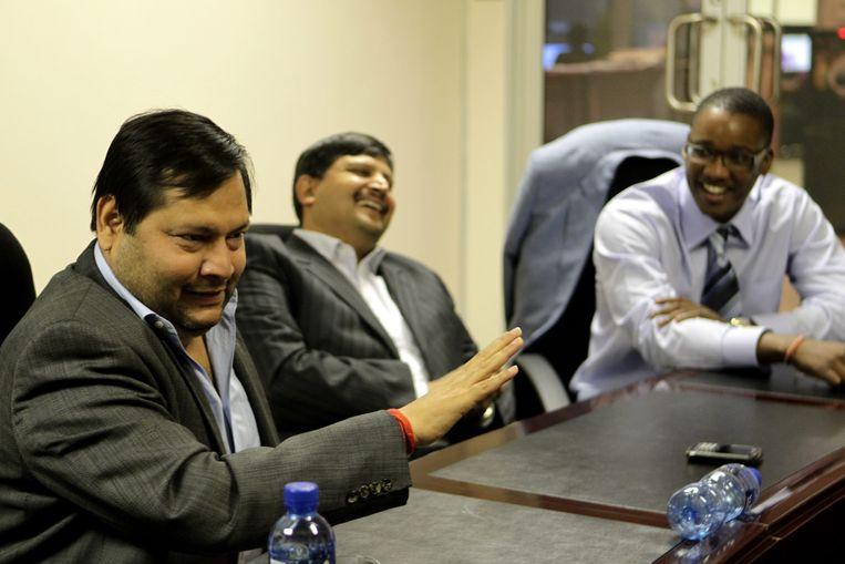 Ajay en Atul Gupta, Duduzane Zuma (4 maart 2011). Zuma, de zoon van Zuid-Afrika's president, is topman in het bedrijf van de Gupta's. Beeld Getty Images