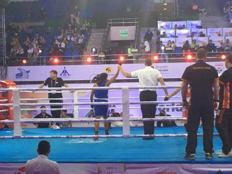 Nijmeegse Jemyma verslaat wereldkampioene uit Italië en zit bij beste 4 op WK boksen