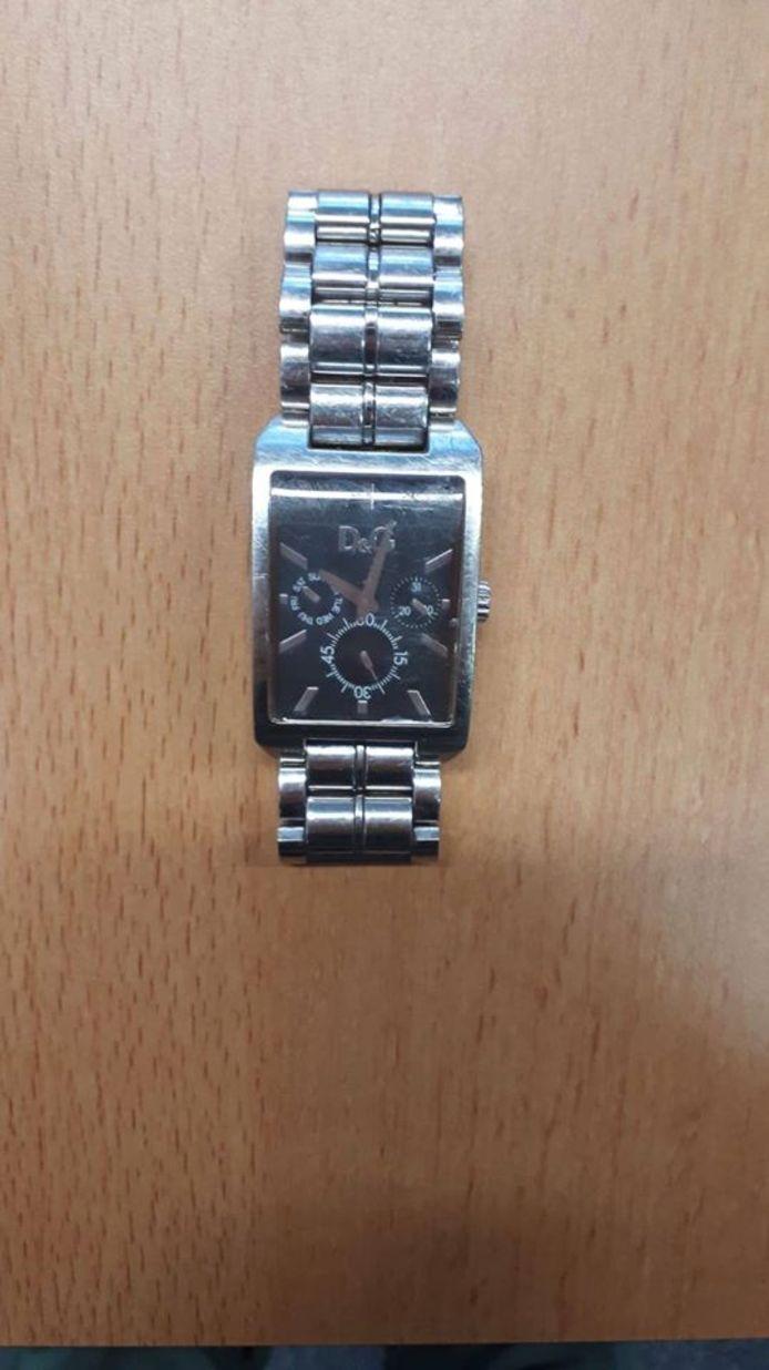 Politie Zwolle zoekt eigenaar gestolen horloge.