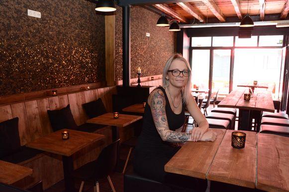 Mandy Carvers heeft het café in de Kasteeldreef nieuw leven ingeblazen.