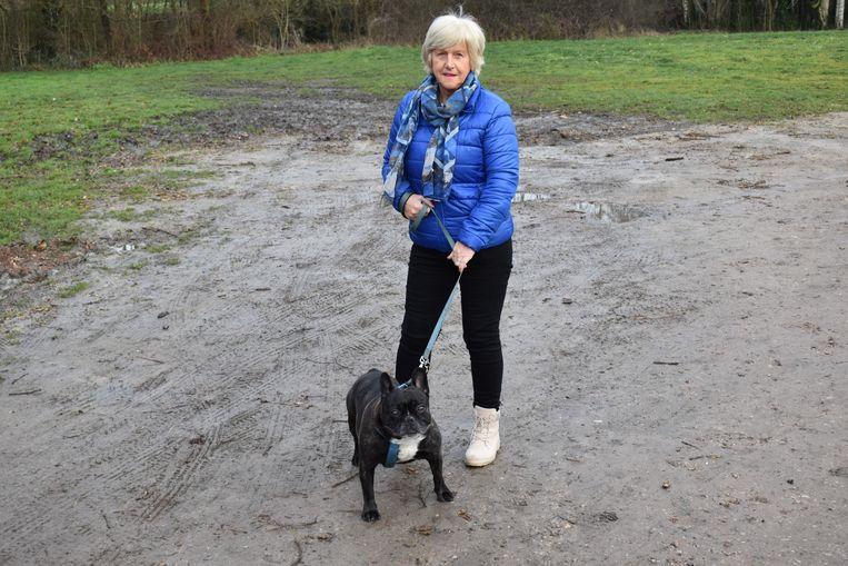 Liliane De Lange vraagt aan de stad om werk te maken van een losloopweide voor honden.