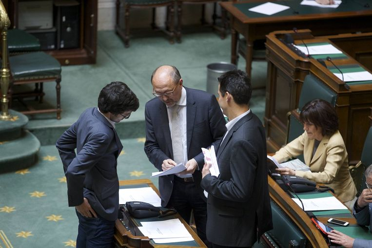 Oppositieleden Kristof Calvo (Groen), Johan Vande Lanotte (sp.a) en Jean-Marc Nollet (Ecolo).