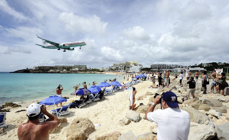 De landende vliegtuigen op Sint Maarten. Beeld anp