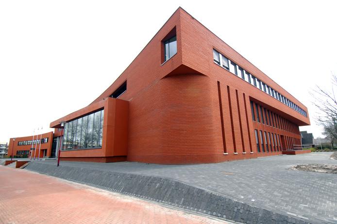 Het gemeentehuis van Twenterand aan het Manitobaplein in Vriezenveen. foto Rikkert Harink. Vriezenveen  Gemeentehuis is bijna klaar. Editie: AM6 Foto: Rikkert Harink  RH20080320