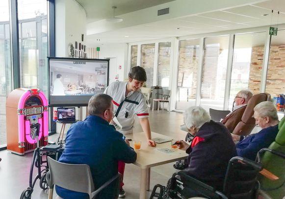 Bingo in De Gerda, via grote televisieschermen en Skype.