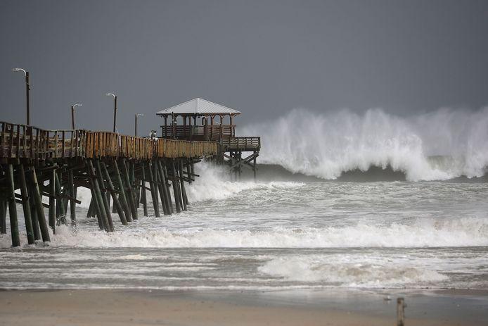 Florence nadert. De zee wordt woest en de eerste regen valt.