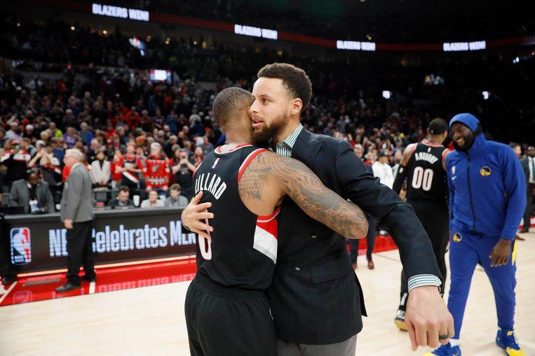 Een knuffel van Stephen Curry van de Warriors.
