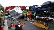Autotransport rijdt in op stilstaande file op E34, één slachtoffer kritiek en snelweg afgesloten