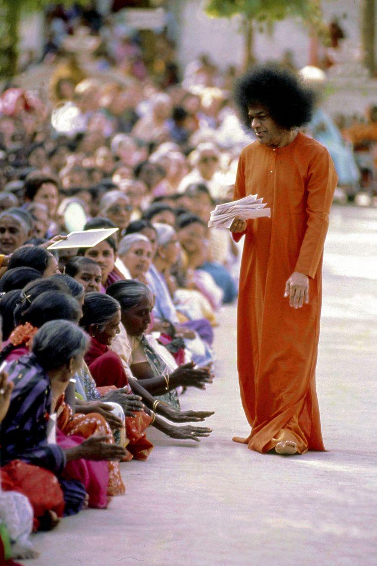 Volgelingen van goeroe Sathya Sai Baba, begin 1992.  Beeld Flickr Vision