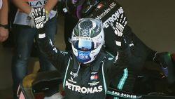 Valtteri Bottas rijdt naar de zege in de GP van Rusland voor Max Verstappen, Hamilton pas derde na tijdstraf