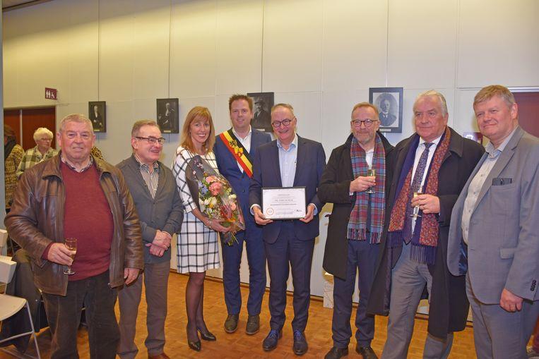 Eddie De Block kreeg felicitaties van collega-burgemeesters en oud-collega's.