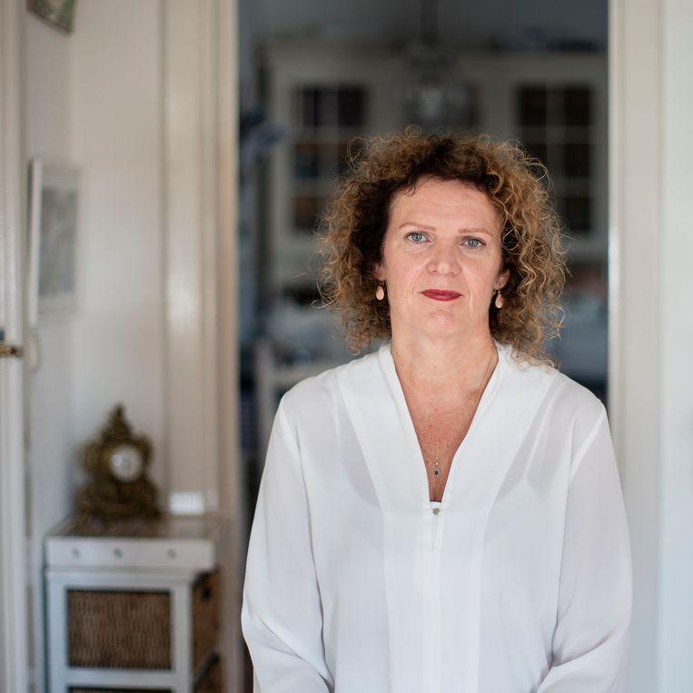 Esther Lüschen, dochter van asbestslachtoffer Willem Gerritsen, is dankbaar voor het besluit van Tata Steel. 'Precies wat Willem zou hebben gewild.' Beeld Harry Cock / de Volkskrant