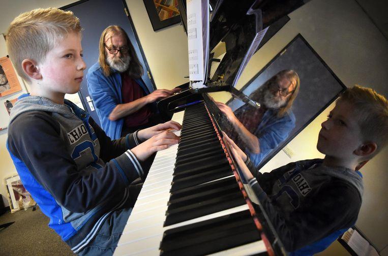 In Etten-Leur is pianodocent Pieter van Dijk in vaste dienst van Nieuwe Nobelaer. Beeld Marcel van den Bergh