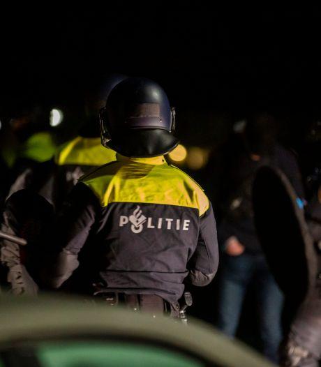 Politie houdt man aan in Roosendaal vanwege illegaal vuurwerkbezit, in totaal vijf arrestaties na onrustige nacht