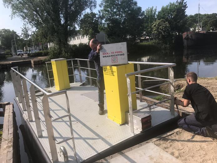 De Ferry kan maximaal tien passagiers aan.