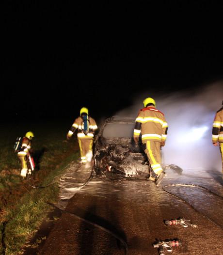 Auto brandt uit in Ophemert