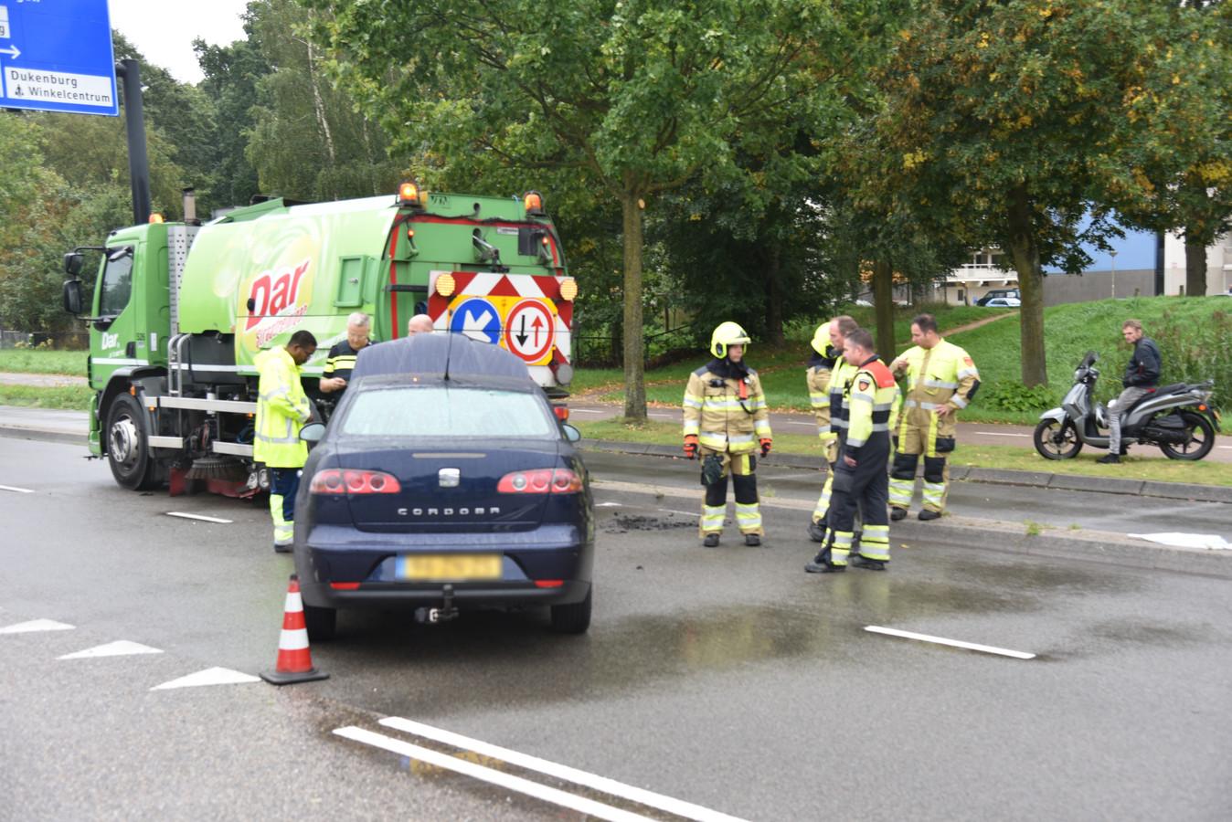 Een wagen en veegwagen kwamen met elkaar in botsing.