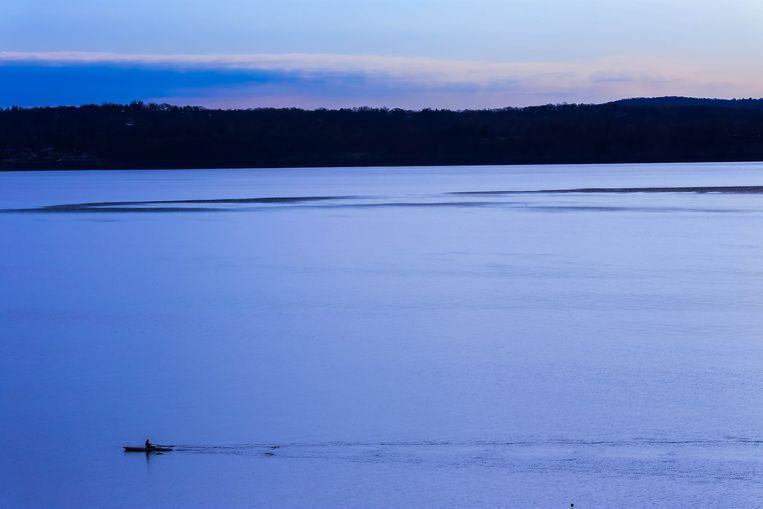 Foto ter illustratie: een kajak in de Hudson-rivier.