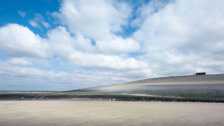 De Hondsbossche Zeewering. In het Jaar van de Ruimte mag iedereen meedenken over de inrichting van Nederland. Is het goed als de kust 'meebeweegt met de dynamiek van het water'? Beeld anp