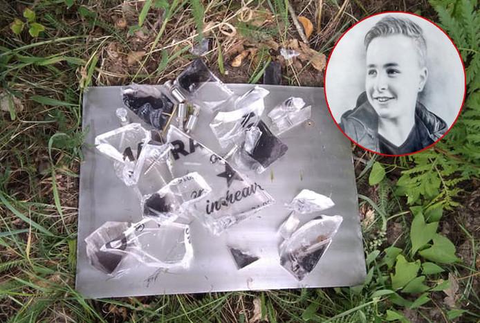 Het bermmonumentje voor Randy Gerritsen uit Putten werd vernield.