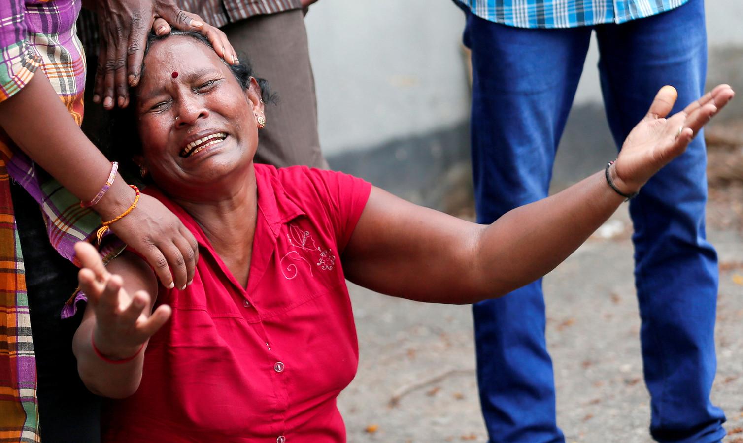 Een nabestaande van een van de slachtoffers in Sri Lanka.