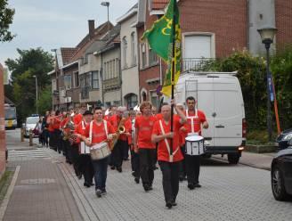 Harmonie De Dendergalm houdt 'takeaway-drive-in' als coronaveilig alternatief voor eetfestijn
