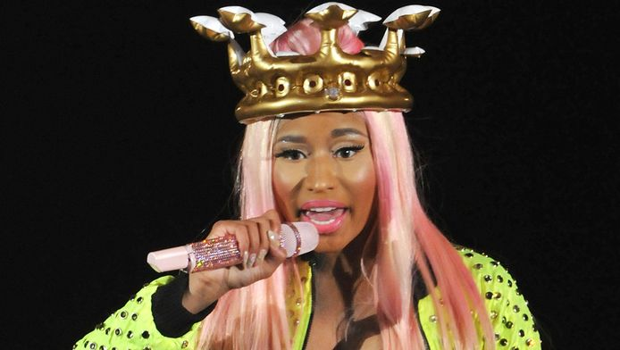 Nicki Minaj met haar lokken in twee tinten.