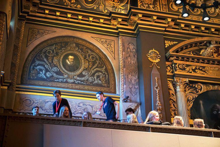 Het portret van Van Oldenbarnevelt prijkt achter de publieke tribune in de senaatszaal. Beeld Werry Crone