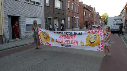 Borgersteinlei bedankt alle helden met banner én You'll Never Walk Alone