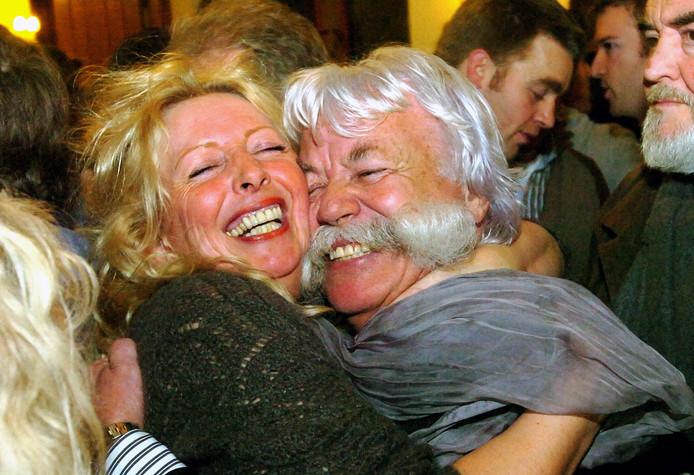 Martin Stoelinga viert met Jolanda Gaal een dikke zetelwinst voor Onafhankelijk Delft in 2010.