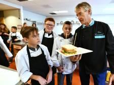 Onderwijsminister kan bij bezoek Oosterlicht College meteen aan de slag in de keuken
