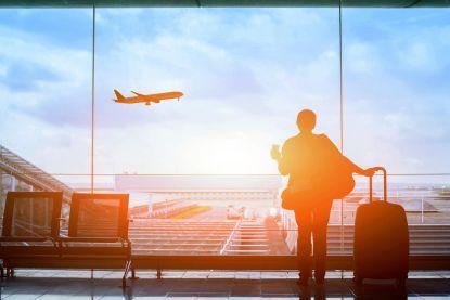 """Luchtvaartexpert heeft radicaal voorstel om aarde te redden: """"600 euro voor vliegtuigreis naar Barcelona"""""""