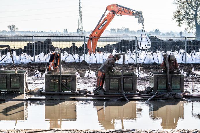Bij het voorbereidende werk voor de verlenging van de A15 zijn onlangs archeologische vondsten gedaan.