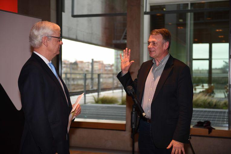 Burgemeester Manu Claes legt de eed af aan gouverneur Lodewijk De Witte