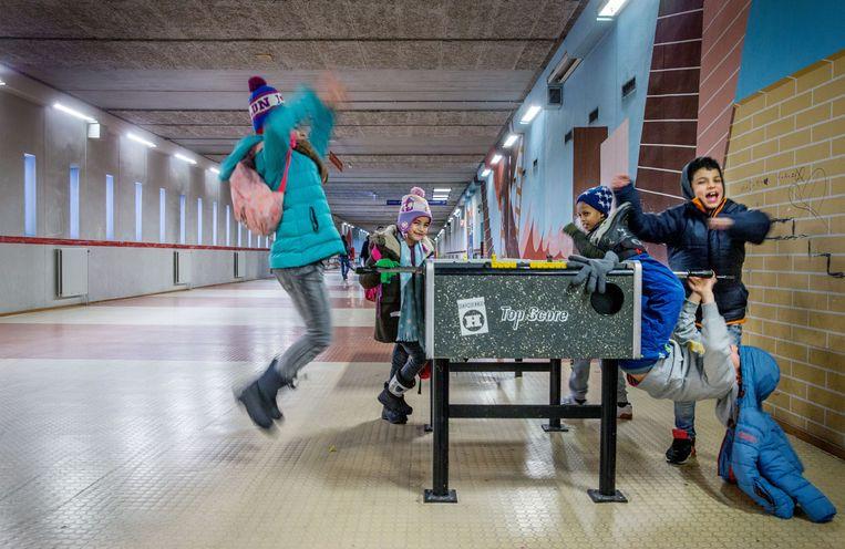 Kinderen in een asielzoekerscentrum in Amsterdam. Beeld Jean-Pierre Jans