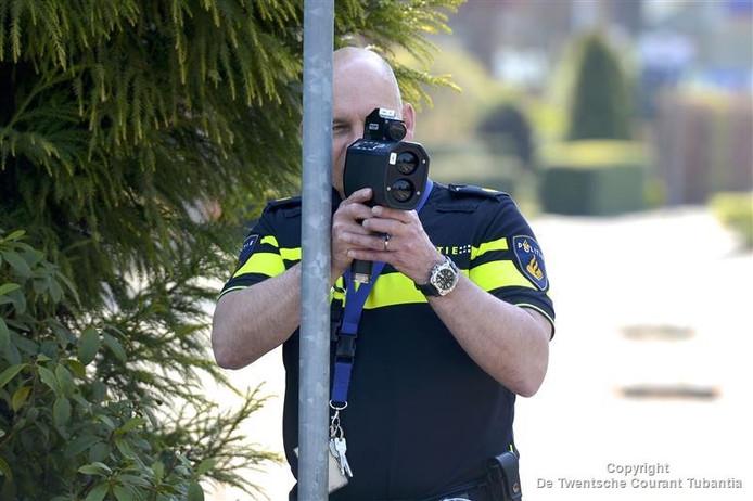Politiecontrole in de vorm van een lasergun.
