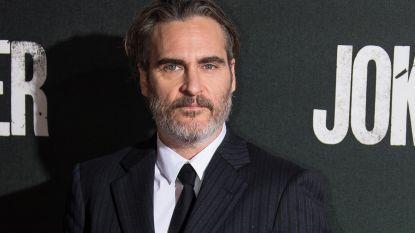 """'Joker'-acteur Joaquin Phoenix kan alle controverse relativeren dankzij de liefde: """"Mijn verloofde Rooney maakt mijn leven betekenisvol"""""""
