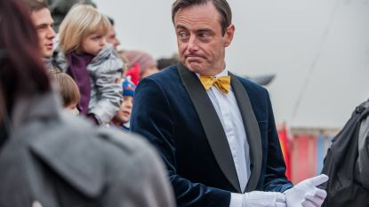"""Bart De Wever: """"Theo Francken zou goeie zwarte piet zijn, hij is op zijn qui-vive als boot uit buitenland aankomt"""""""