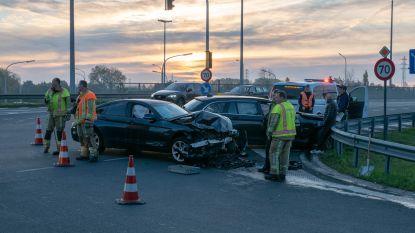 Frontale botsing tussen twee BMW's op brug N41