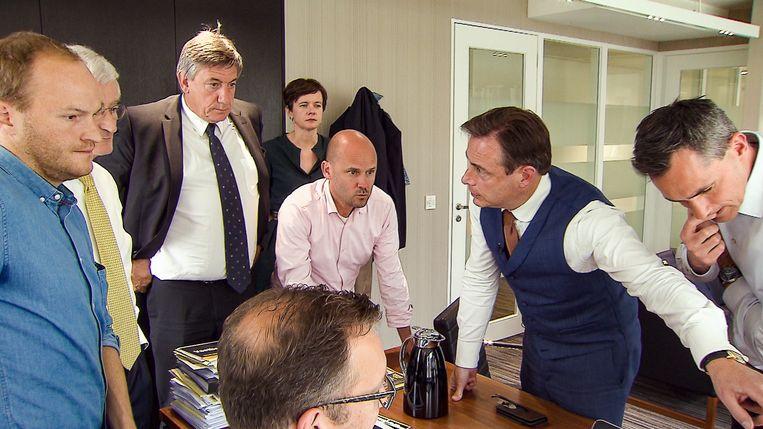 Jambers in de Politiek, seizoen 3, aflevering 3 op dinsdag 28 mei 2019 bij VTM. Op de foto: o.a. Geert Bourgeois, Jan Jambon en Bart De Wever.