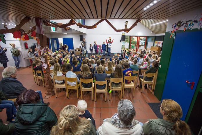 Weekopening op Openbare basisschool de Horizon in Asten.