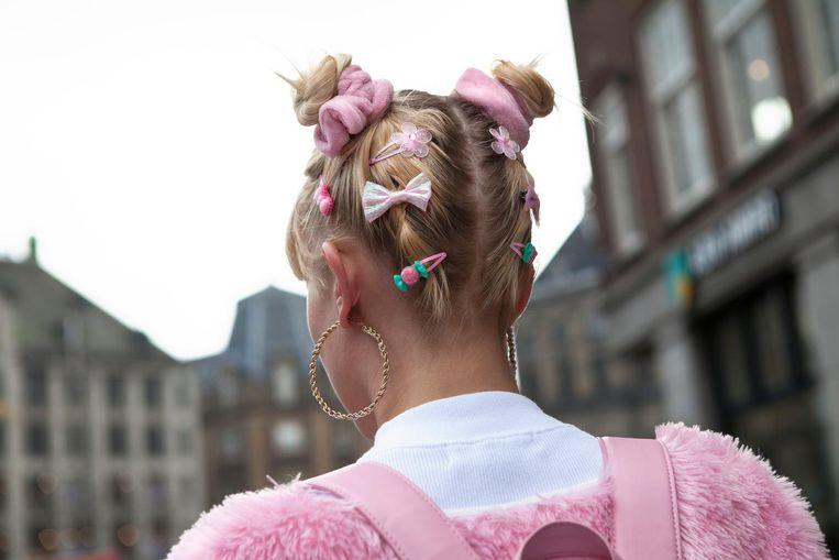 Mensen op straat roepen wel eens 'Barbie' naar Cécile. Beeld Jip Broeks