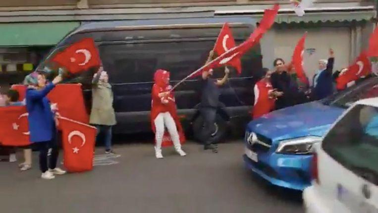 Ook in Brussel kwamen Belgische Turken op straat om de overwinning van Erdogan te vieren.